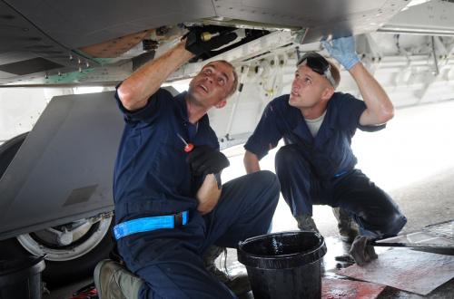Авиационный механик (авиамеханик)